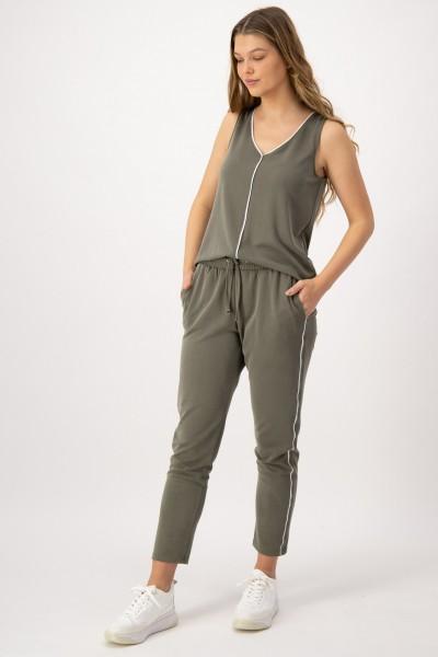 Khakifarbene Jogpants mit elastischem Bund und Taschen von JUST WHITE