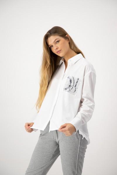 JUST WHITE Weiße Langarm Bluse mit Nieten Applikation und Foliendruck auf der Brusttasche